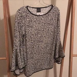 Coco blanco Leopard bell sleeves